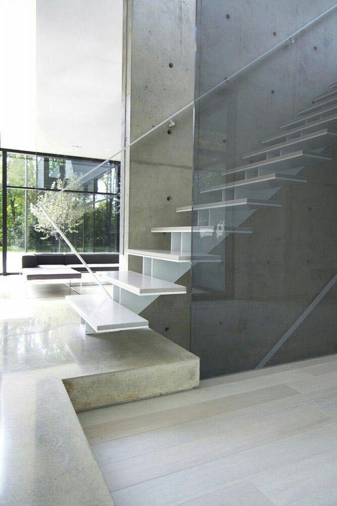 escalera con peldaño de cristal